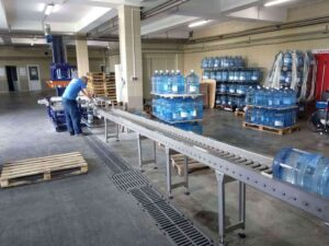 Гравитационный рольганг для перемещения бутылей 19 литров